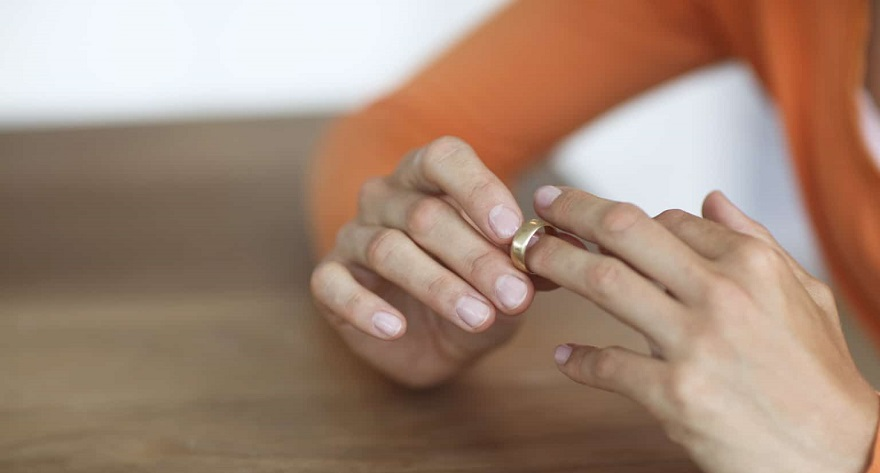 women remove their wedding rings